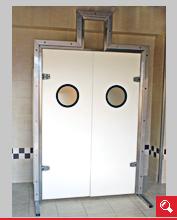 http://www.matchyra.pl/drzwi polietylenowe wahadłowe dwuskrzydłowe WP-2 z bulajem i oknem pod tor kolejki