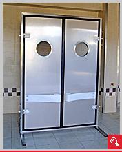 http://www.matchyra.pl-drzwi przemysłowe lekkie wahadłowe dwuskrzydłowe LW-2 z bulajem i odbojnicą polietylenową giętą