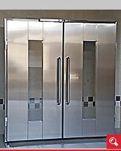 http://www.matchyra.pl-drzwi przemysłowe lekkie zawiasowe dwuskrzydłowe ZC-2 ze stali nierdzewnej z szybą i antabą