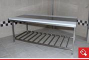 http://www.matchyra.pl - stół roboczy rozbiorowy nierdzewny dwustronny z deska polietylenową i pólką ażurową gretingową -3002.005