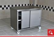 http://www.matchyra.pl - szafostól z drzwiczkami przesuwnymi i pólką na kólkach ze stali nierdzewnej gat. 1.4301