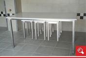 http://www.matchyra.pl- stol do jadali nierdzewny z blatem polietylenowym i podwieszanymi taboretami na ślizgach gat. 1.4301