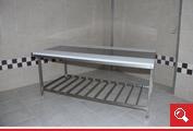 http://www.matchyra.pl - stół roboczy rozbiorowy dwustronny z pólką ażurową gretingową ze stali nierdzewnej gat. 1.4301